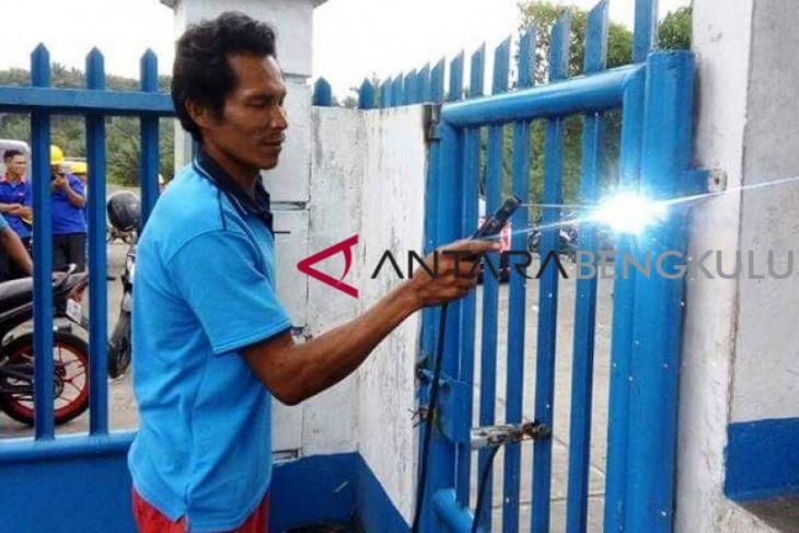 Merasa di-PHP, warga Bengkulu Selatan segel pabrik sawit