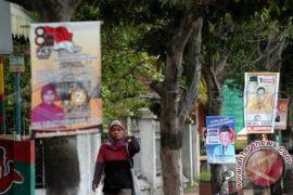 Pemasangan semua peraga kampanye di Karawang melanggar