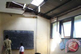 Ini anggaran perbaikan sekolah rusak di Karawang