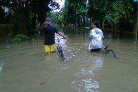 Bantaran Kali Bekasi tergenang air kiriman Bogor