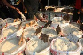 Pedagang Beras di Karawang Kekurangan Stok