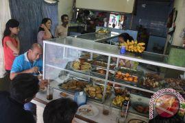 Petugas temukan warung makan buka siang hari