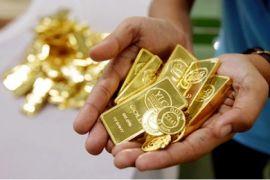Emas kini tertekan dolar dan harganya turun