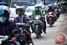 Satlantas Bekasi Sterilkan jalur motor dari angkot