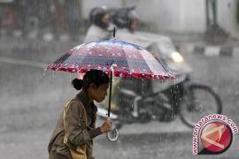 Awas, Lampung akan hujan lebat petir dan angin kencang