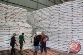 Bulog Karawang-Bekasi siapkan stok untuk operasi pasar