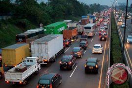 Larangan truk melintas Tol Jakarta-Cikampek tidak rugikan pengusaha