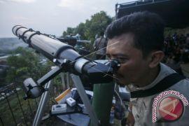Tersedia teropong untuk menyaksikan gerhana bulan di Purwakarta