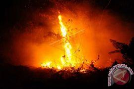 Terbakar cemburu, seorang pemuda bakar pacarnya
