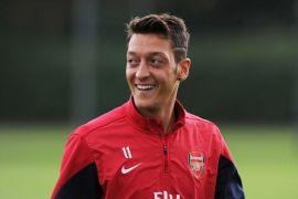 Mesut Ozil bertahan di Arsenal