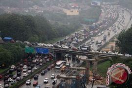 Arus lalu lintas Kalimalang Bekasi macet total
