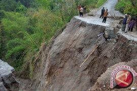 15 orang tewas akibat longsor di California