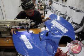 Puluhan warga di sekitar kawasan industri mendapat pelatihan menjahit