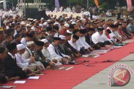 Presiden Jokowi Shalat Ied Di Lapang Merdeka Sukabumi (Video)
