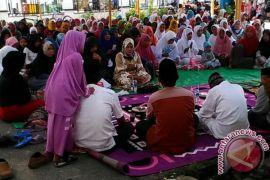 Ratusan Warga Karawang Doakan Dedi Mulyadi
