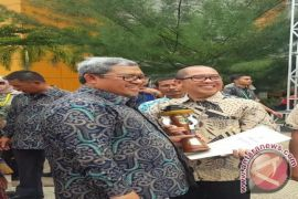 Guru Besar IPB Terima Adhikarya Pangan Nusantara Dari Gubernur Jabar