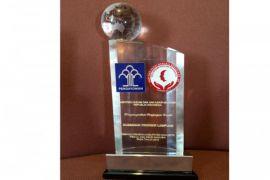 Gubernur Lampung Ridho Ficardo Menerima Penghargaan HAM Dari Presiden Jokowi