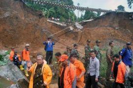 Evakuasi korban longsor Cijeruk selesai