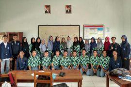 Mahasiswa IPB asal Kayong Utara sambangi 13 SMA