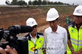 Presiden Jokowi tinjau bendungan Wajo