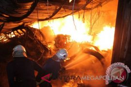 Enam warung oleh-oleh jalur Pantura ludes terbakar