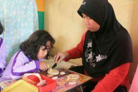 Peringati Harkonas bersama mahasiswa IPB, ibu-ibu belajar membuat sandwich sehat