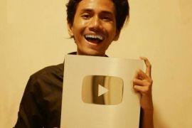 Mahasiswa IPB jadi Orang Indonesia pertama peraih creator award  dari youtube