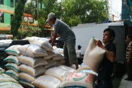 Dishub terjunkan personel kawal larangan bongkar-muat beras