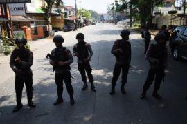 Jalan depan Mako Brimob Kelapa Dua masih ditutup