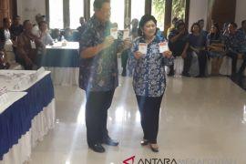 SBY melakukan pencoblosan pada TPS 06 Cikeas