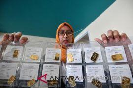 Harga emas dekat posisi terendah dalam satu tahun