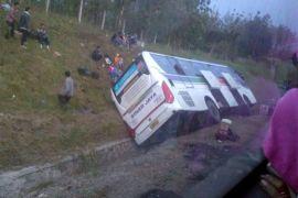 Bus Sinar Jaya masuk parit