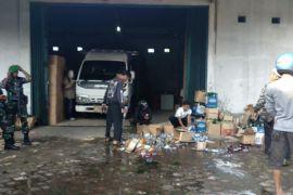 Gudang penyimpanan minuman keras di Sukabumi digerebek