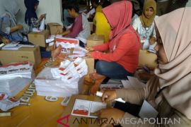 KPU Kota Bogor lipat dan sortir surat suara Pilgub Jabar