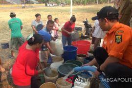 BPBD Bekasi distribusikan 160.000 liter air bersih