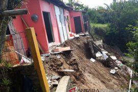Enam rumah di Bogor rusak akibat longsor
