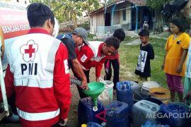 PMI salurkan air bersih untuk korban kekeringan