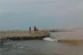 Awas, gelombang tinggi laut selatan