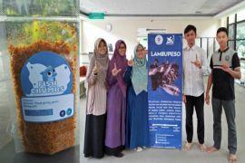 Tim Lambupeso IPB ajarkan istri nelayan Muara Angke jualan abon online