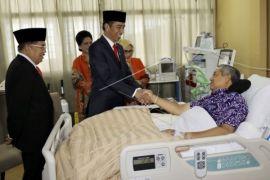 Jokowi: kita berdoa bersama agar pak SBY cepat sembuh