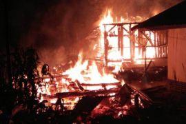 Kebakaran di Bekasi hanguskan enam rumah (Video)