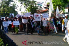 Massa desak Panwaslu usut dugaan pelanggaran Pilkada
