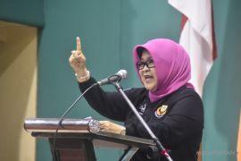 Bupati Bogor memberikan penghargaan Ecology Pondok Pesantren
