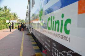 BUMN Hadir - Kereta kesehatan layani warga Kosambi Karawang