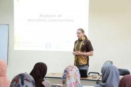 Mahasiswa doktoral asal Jerman isi kuliah Mikrobiologi di IPB