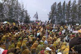 2.000 honorer Bekasi demo tuntut kesejahteraan