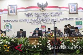 Gaji empat legislator Bekasi dihentikan