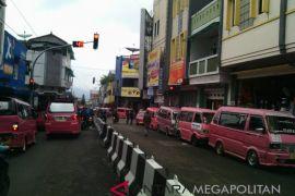 Ribuan angkot konvensional di Sukabumi tidak beroperasi, ada apa?