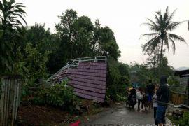 Puting beliung landa Cibarengkok Sukabumi