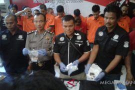 Polres Bekasi ungkap kampung narkoba di Cikarang